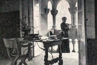 Pardo Bazán en su biblioteca. Torre de la Quimera 1910